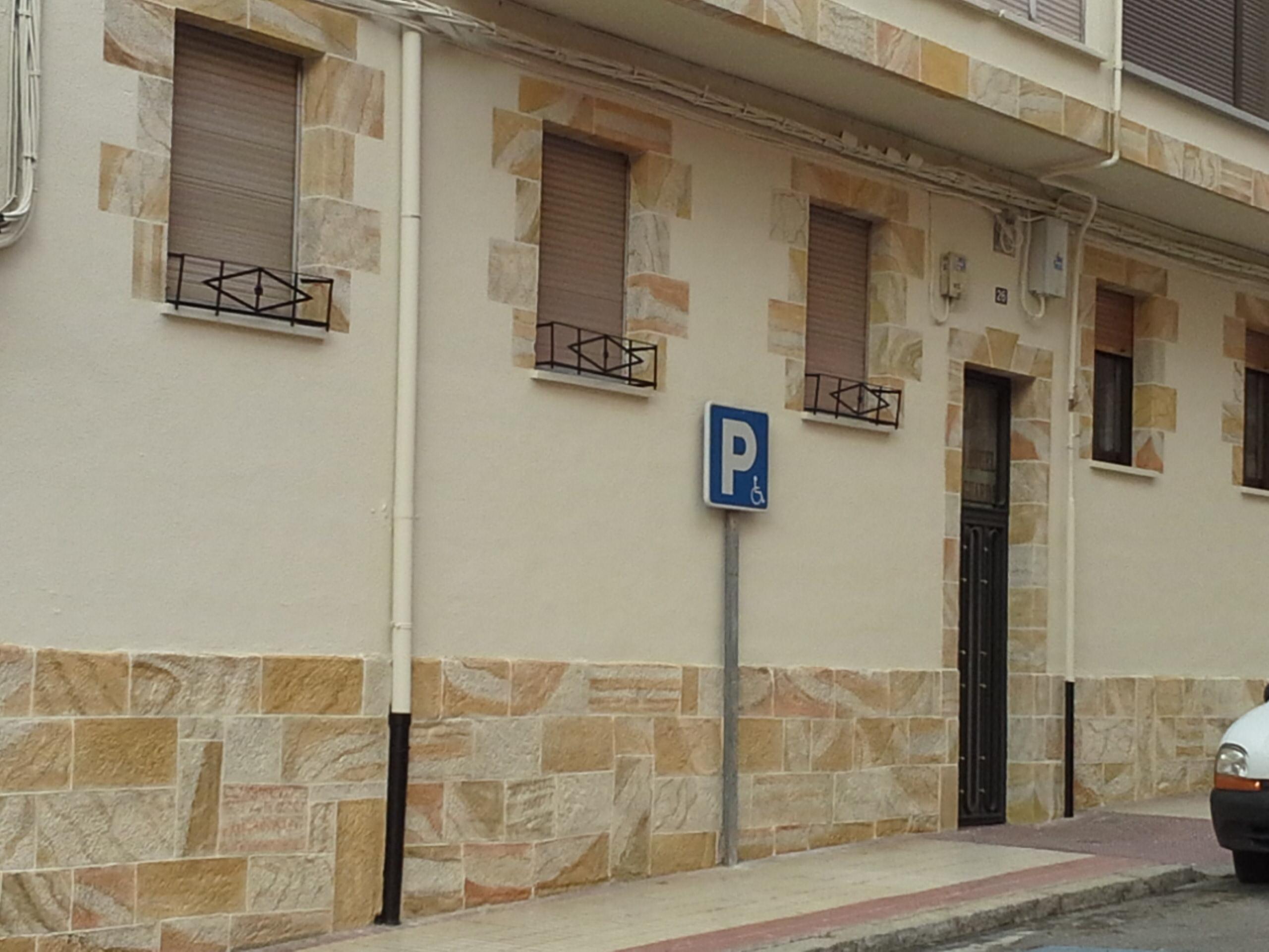 Fachadas de piedra y pintura free fachada chimenea campo for Imitacion piedra para fachadas